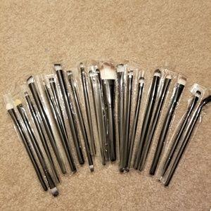 Set of 20 eye shadow brushes
